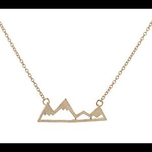 ⛰Mountain peaks pendant necklace NWT